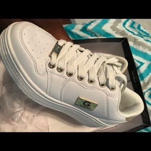 White and gold Guess Los Angeles lowtop sneakers